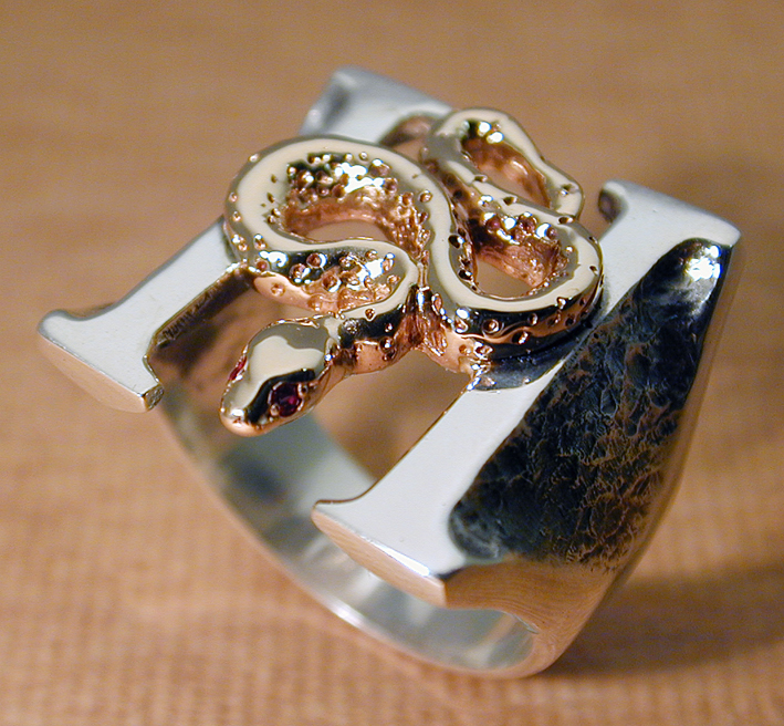 gold-silver_headstones_ring_1.jpg