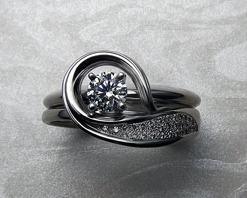 solitaire_engagement_ring_with_unusual_band_2.jpg
