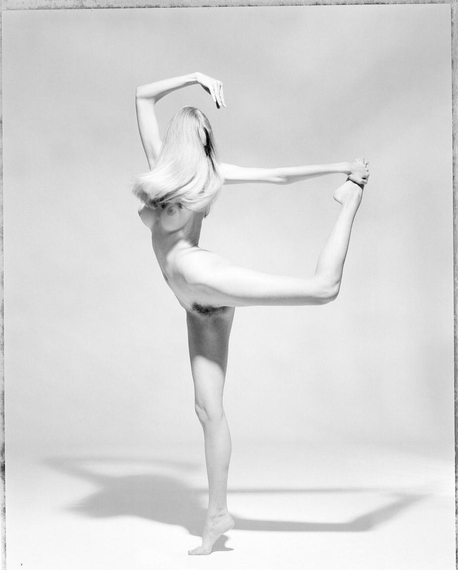 7girl-holding-leg.jpg