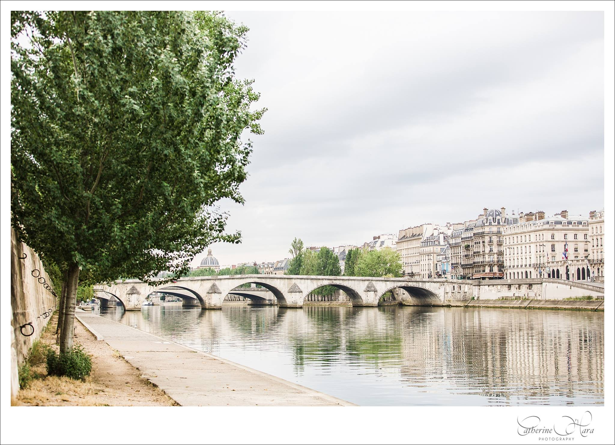 English speaking wedding and engagement photographer based in Paris, France