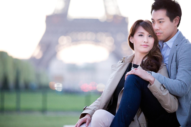 english-speaking-engagement-photographer-paris-17-2.jpg