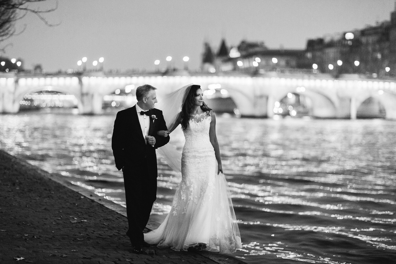 english-speaking-elopement-photographer-paris-14.jpg
