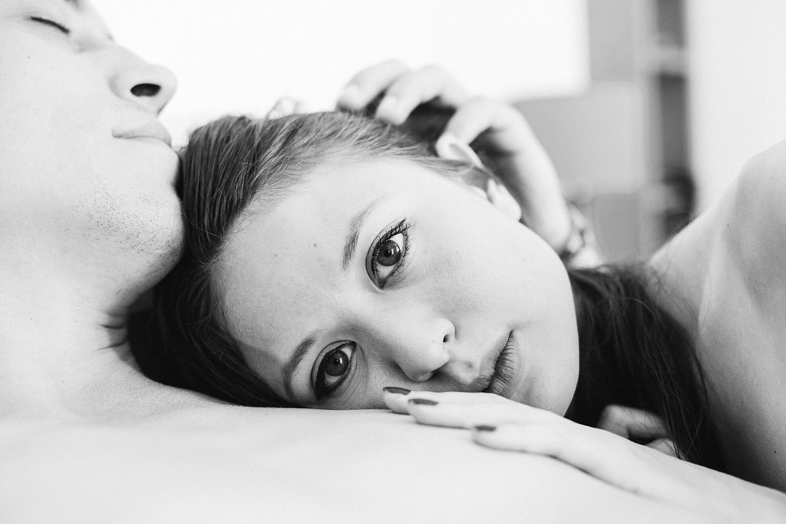09-paris-couples-boudoir-photographer.jpg