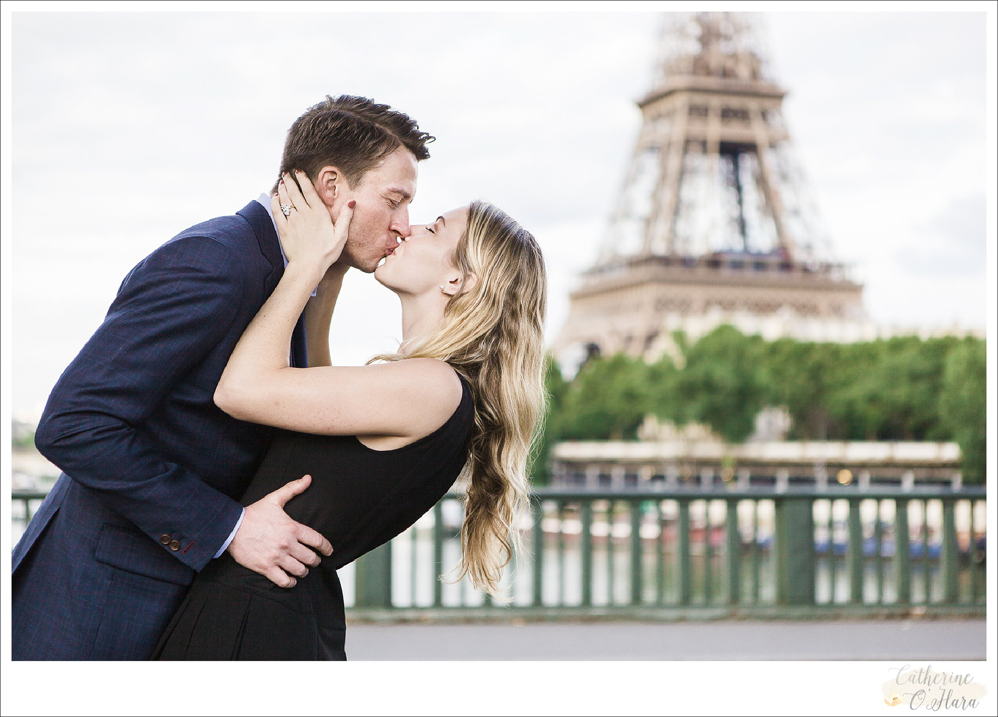 surprise proposal engagement photographer paris france-03.jpg