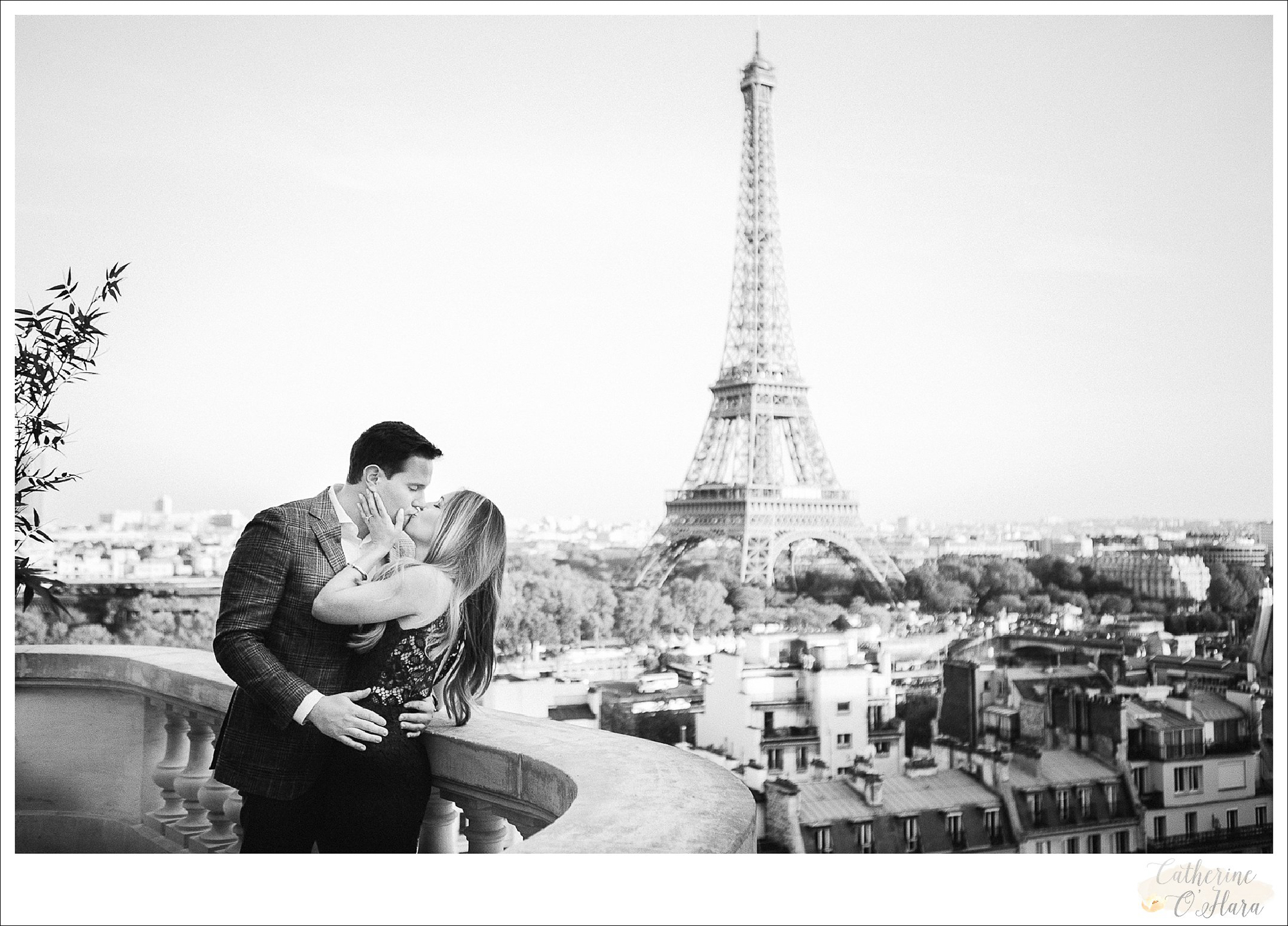 surprise proposal engagement photographer paris france-06.jpg