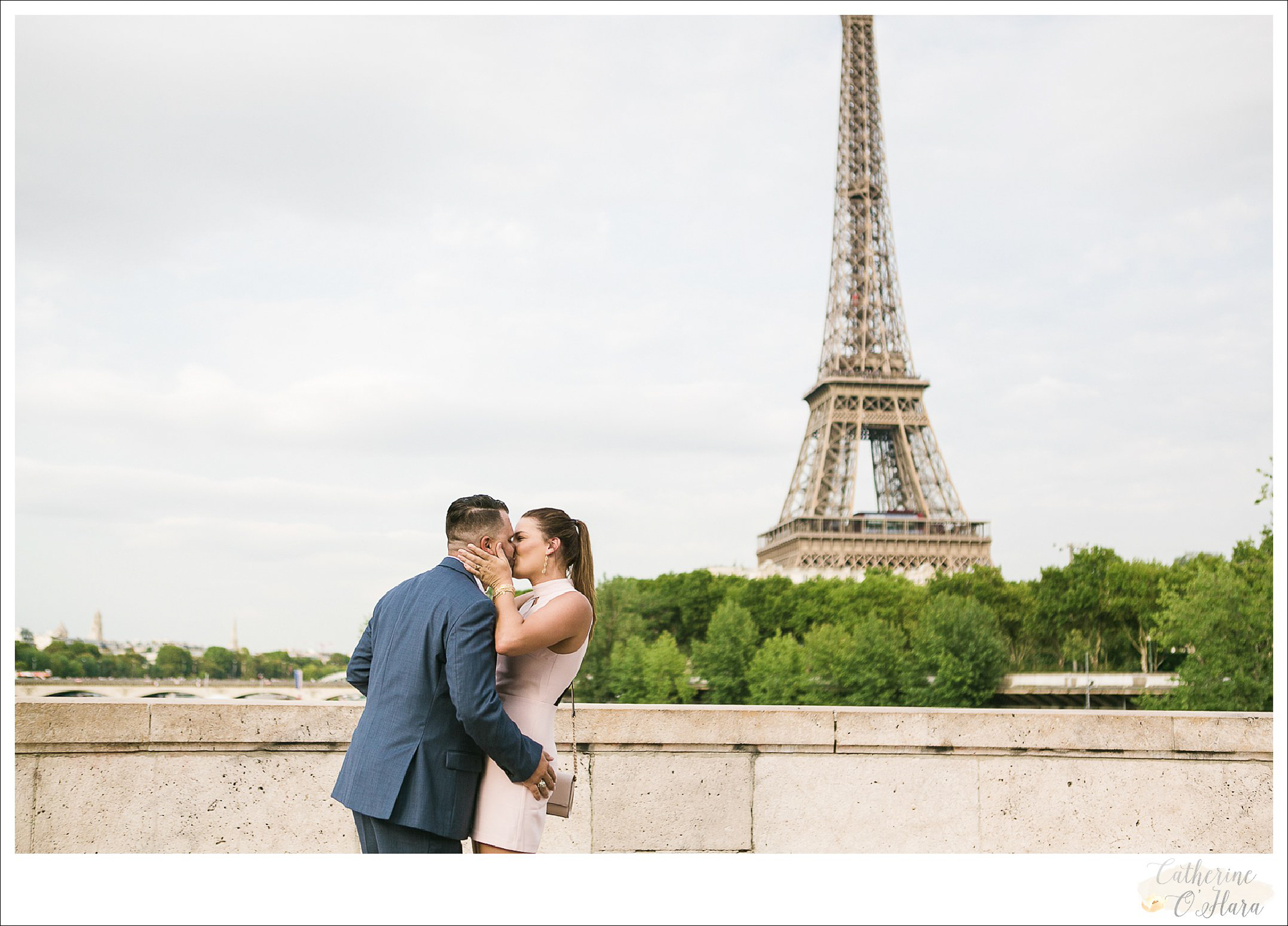 surprise proposal engagement photographer paris france-22.jpg