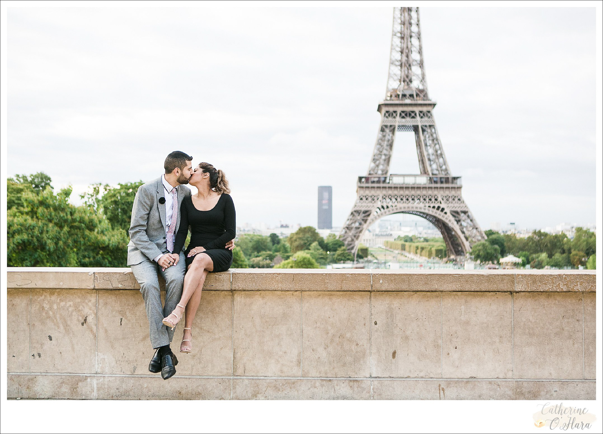 surprise proposal engagement photographer paris france-38.jpg
