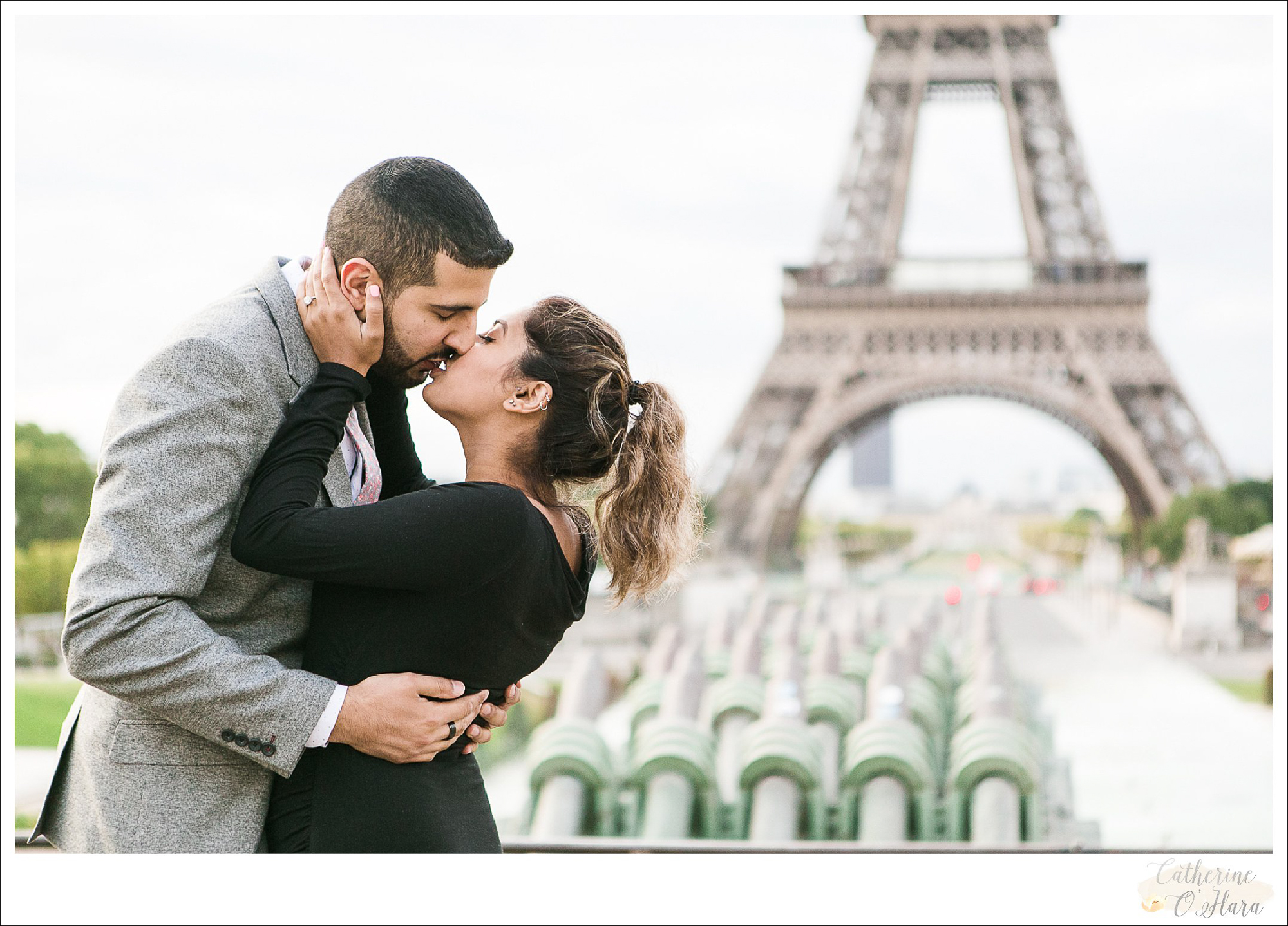 surprise proposal engagement photographer paris france-39.jpg