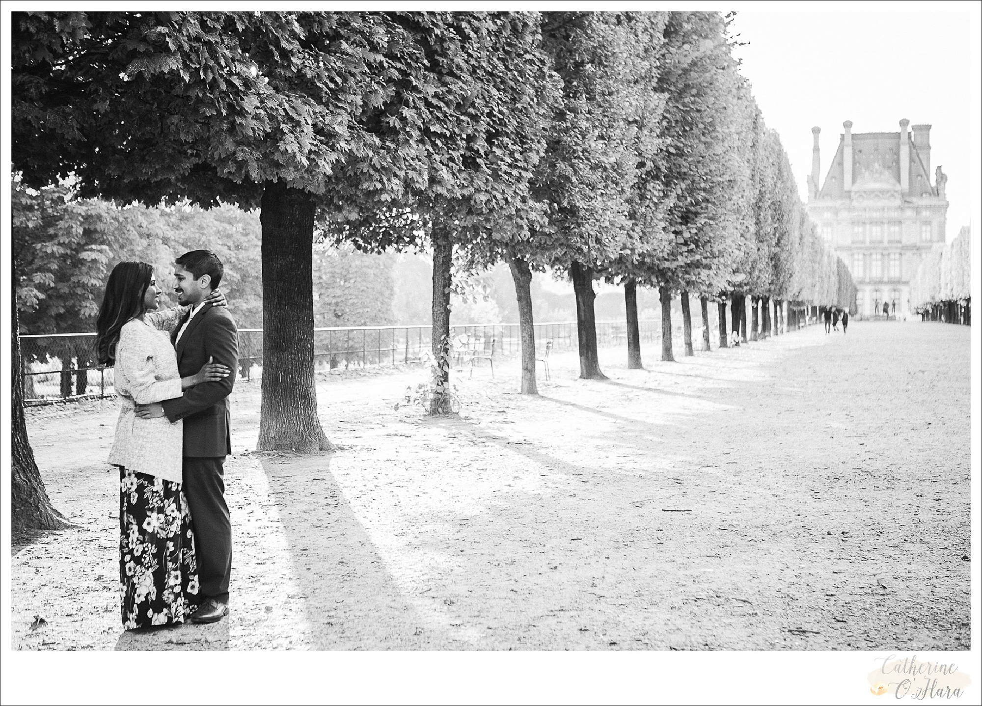 surprise proposal engagement photographer paris france-42.jpg