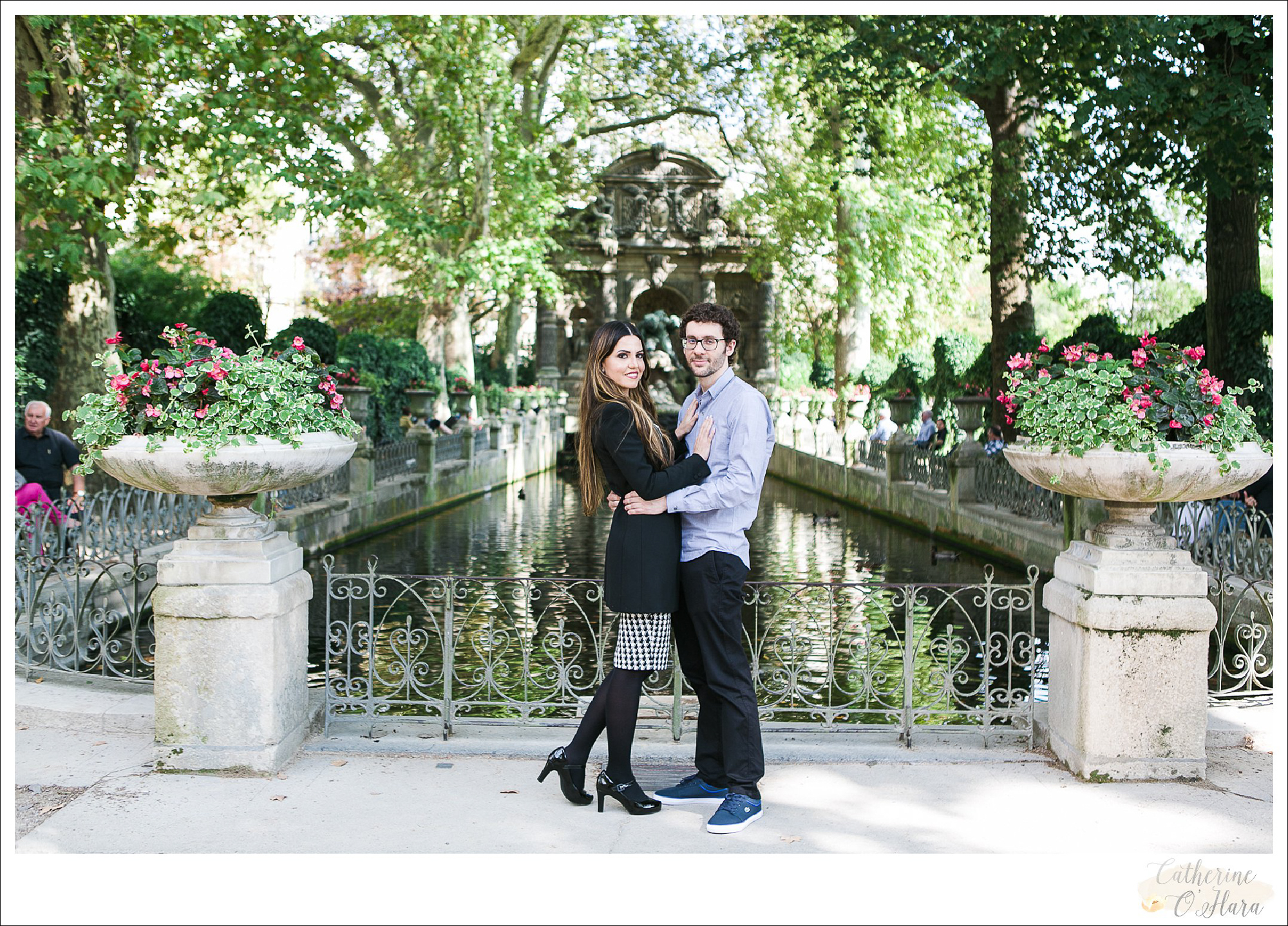 surprise proposal engagement photographer paris france-44.jpg