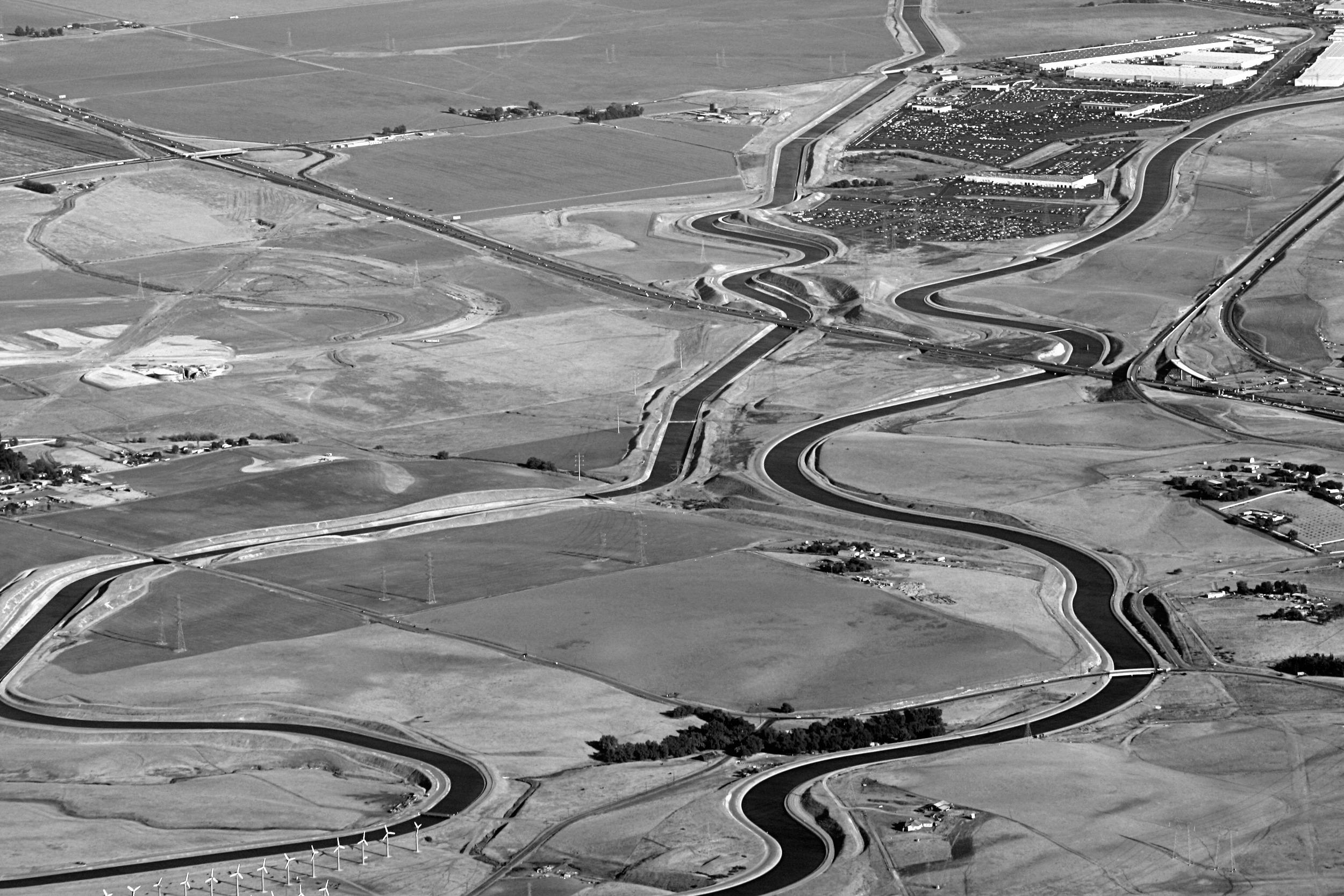 BWKluft-Photo-Aerial-I205-California-Aqueduct-Img_0038  commons.wikimedia.org.jpg