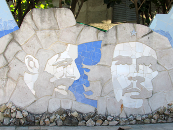 A mural at Muraleando showing figures of the Cuban Revolution