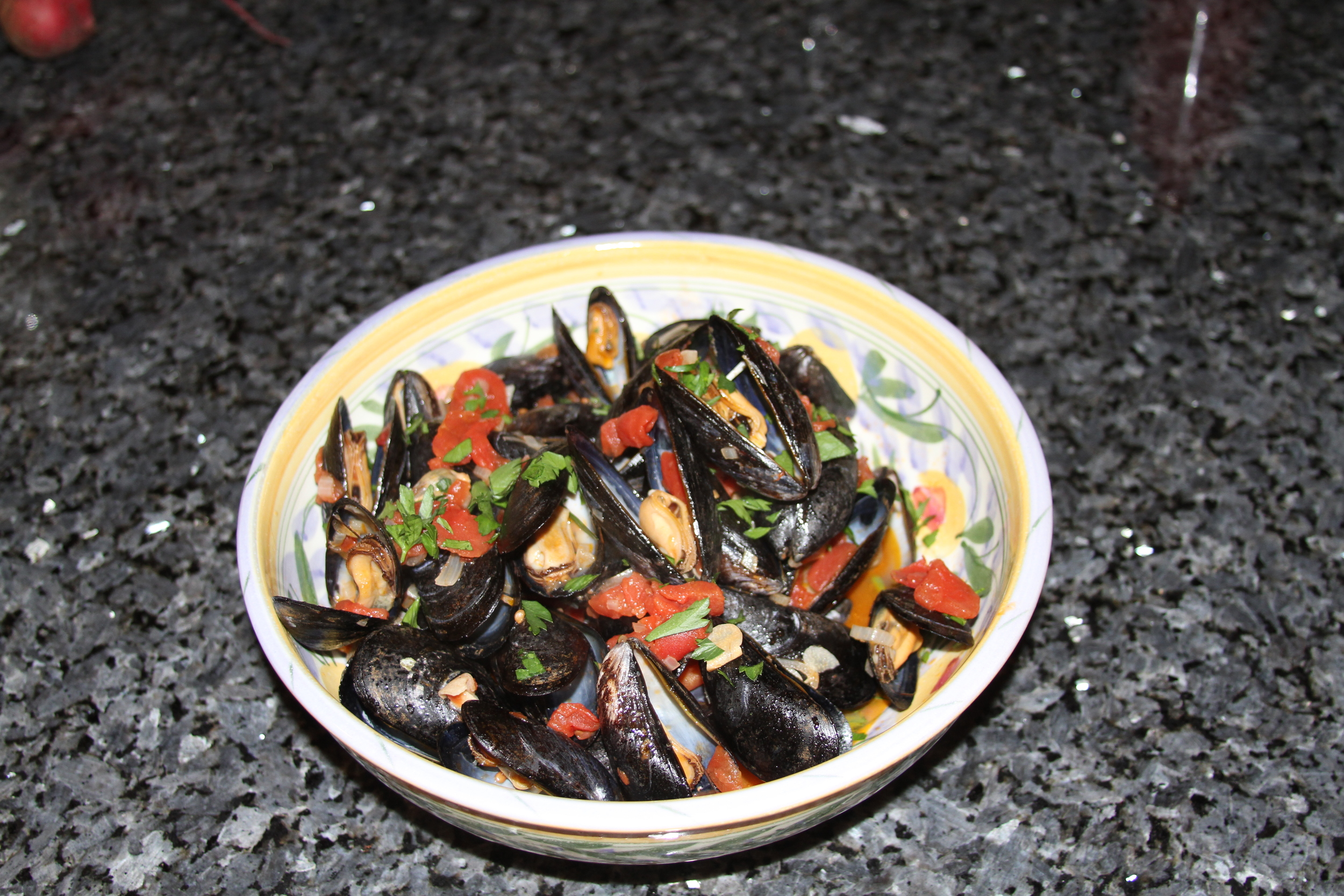 mussels in white wine and tomatoes