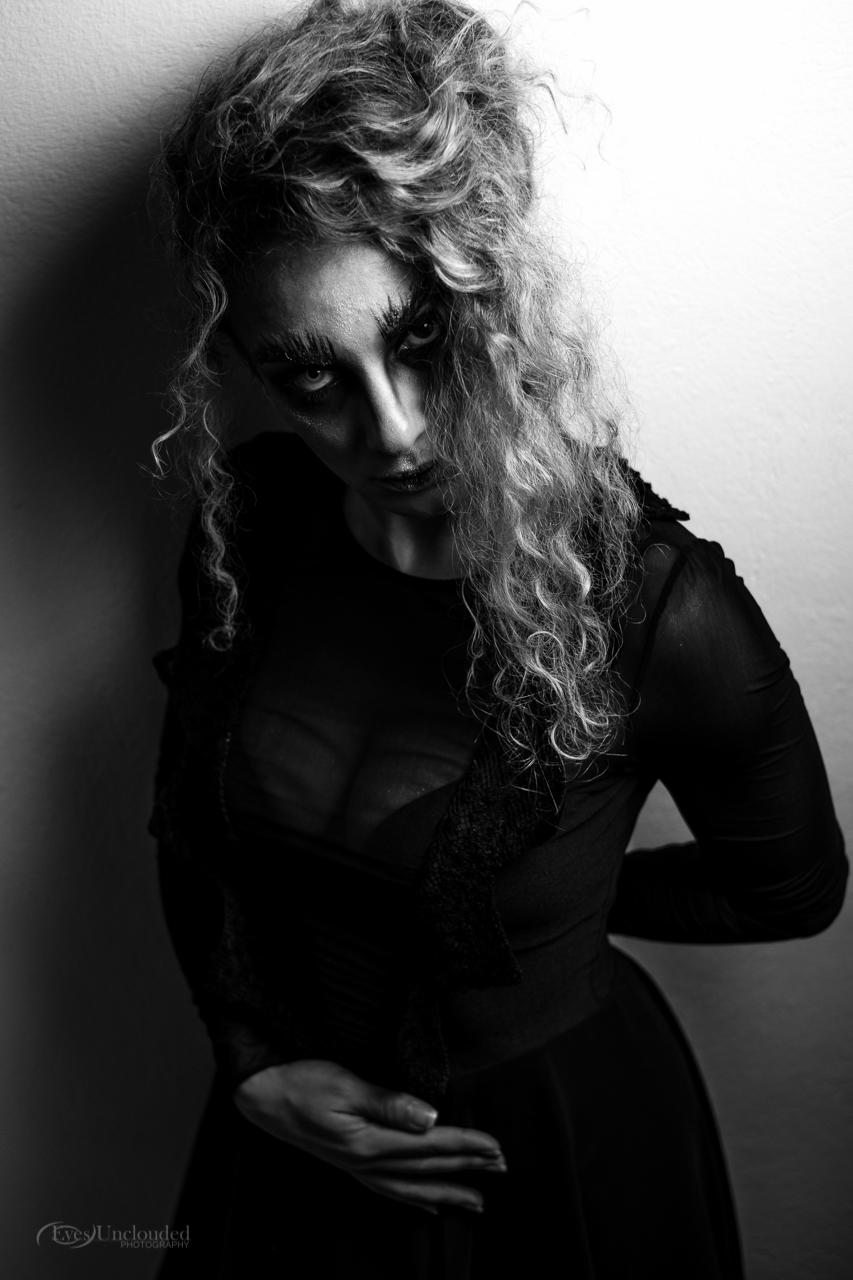 Model: Anna Omiridi