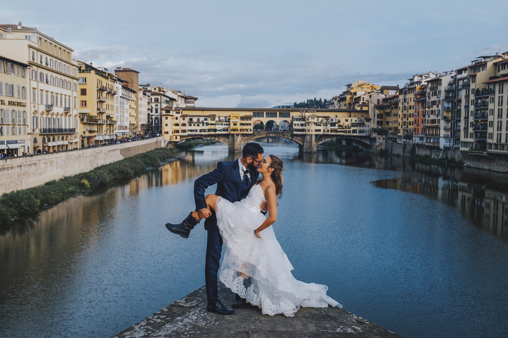 Sneaked bride and groom photo,  Florence