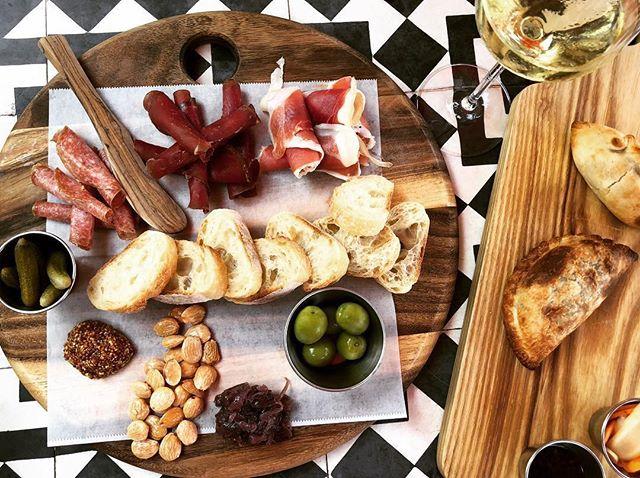 This is how we sunday...#ojai #patio #winebar 📷 @jetsetloves