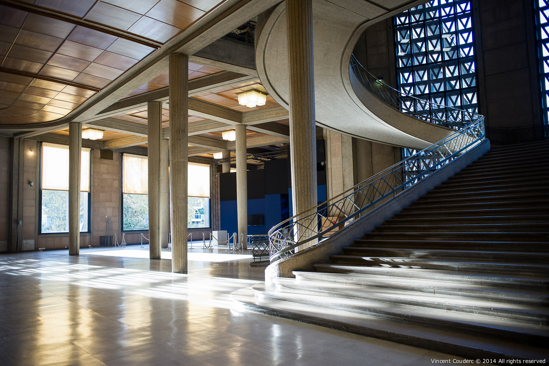 L'escalier d'Auguste Perret, 1939  Exposition sur le travail du photographe Henri Dauman Palais d'Iéna,Paris, 2014.   www.manhattan-darkroom.com