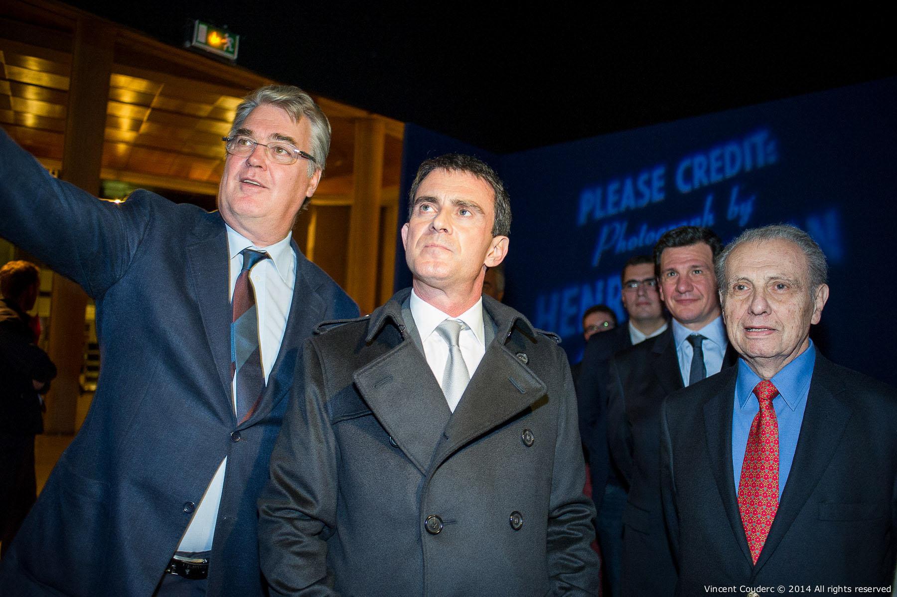 Jean-Paul Delevoye, Manuel Valls premier ministre Français (2014-2016)et Henri Dauman  Exposition sur le travail du photographe Henri Dauman Palais d'Iéna,Paris, 2014.   www.manhattan-darkroom.com