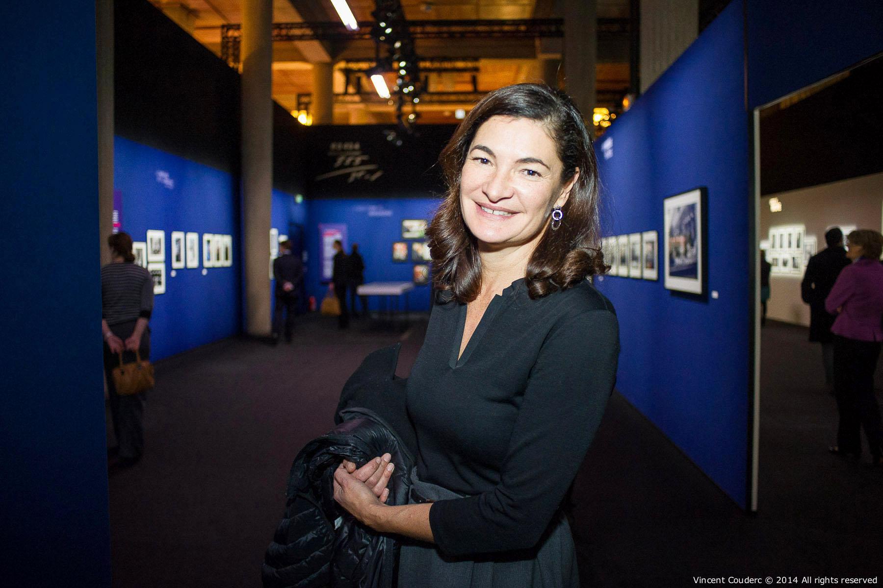Patricia Ricard,présidente de l'Institut océanographique Paul Ricard  Exposition sur le travail du photographe Henri Dauman Palais d'Iéna,Paris, 2014.   www.manhattan-darkroom.com