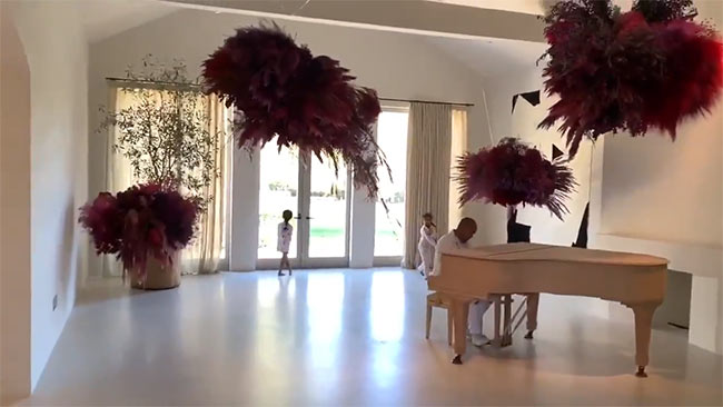 Kanye-West-Kim-Kardashian-living-room-z.jpg
