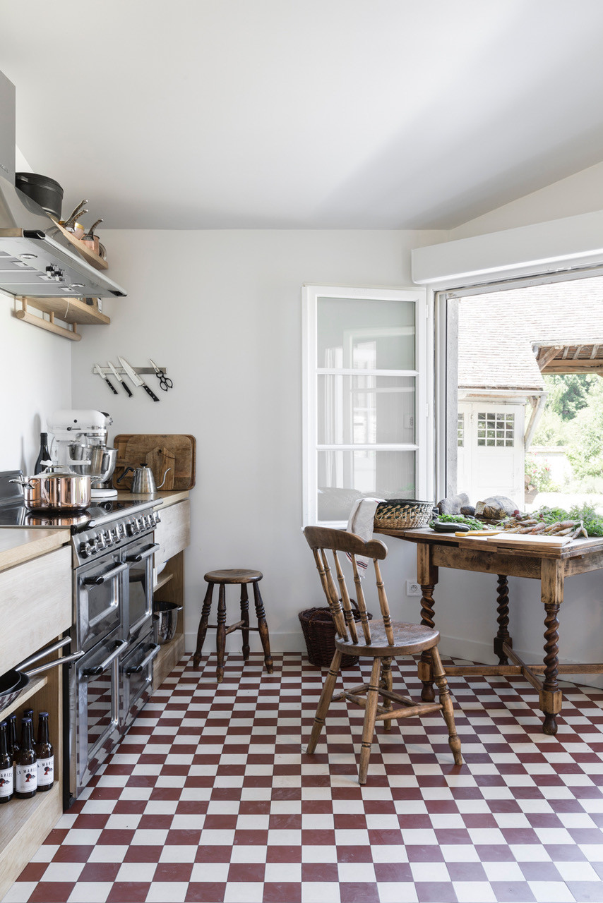 gesa-hansen-and-charles-compagnon-country-french-kitchen-courances-france-6.jpg
