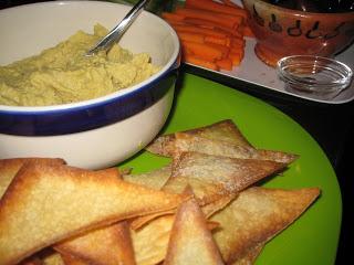 hummus+w+wonton+chips2.JPG