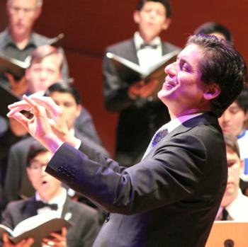 Francisco Núñez conducted his joyous composition, 'Es Tu Tiempo.'