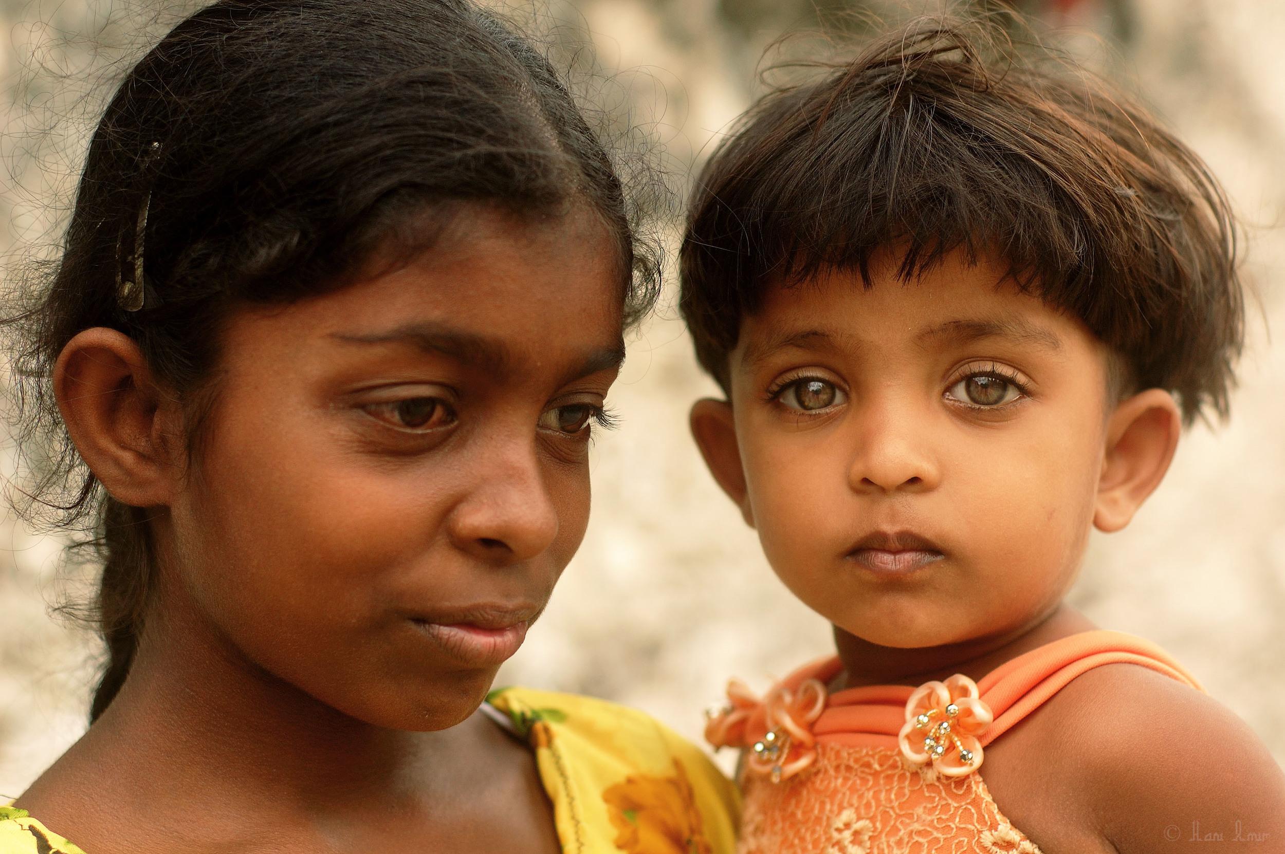 The daughters of one of the fishermen from Kudarikilu.