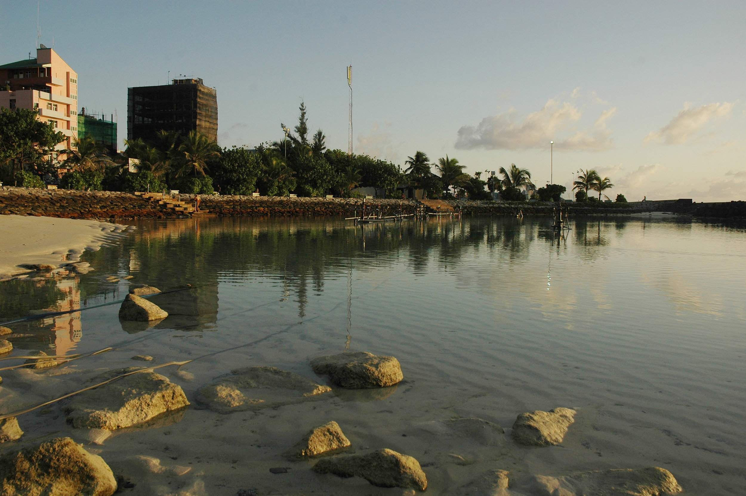 The Artificial Beach at low tide. Henveiru ward  Nikon D70s  (2007)