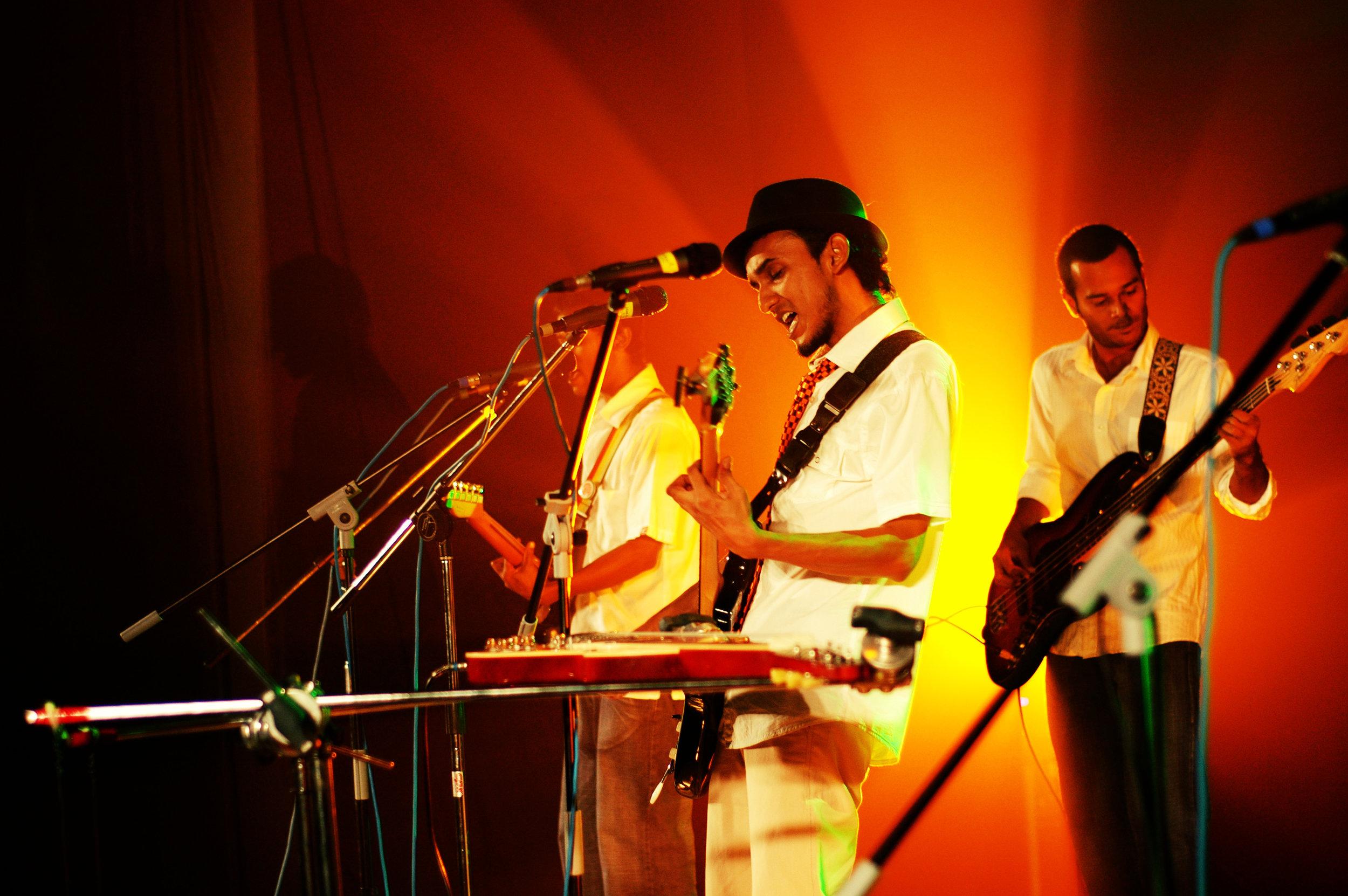 2009-08-19 - Male' City - Dharubaaruge' - Eku Ekee Album Launch - D70s--3.jpg