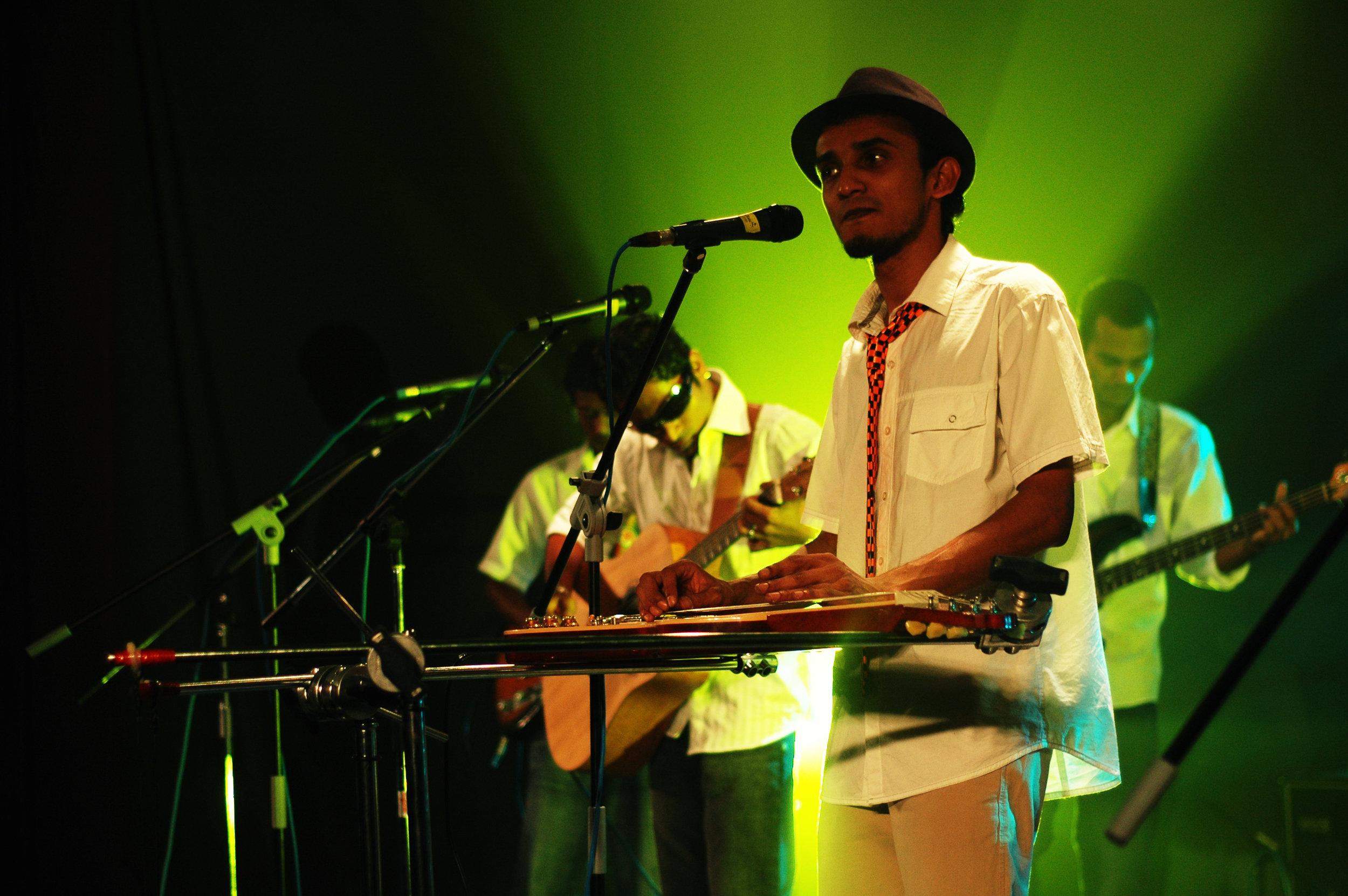 2009-08-19 - Male' City - Dharubaaruge' - Eku Ekee Album Launch - D70s-7972.jpg
