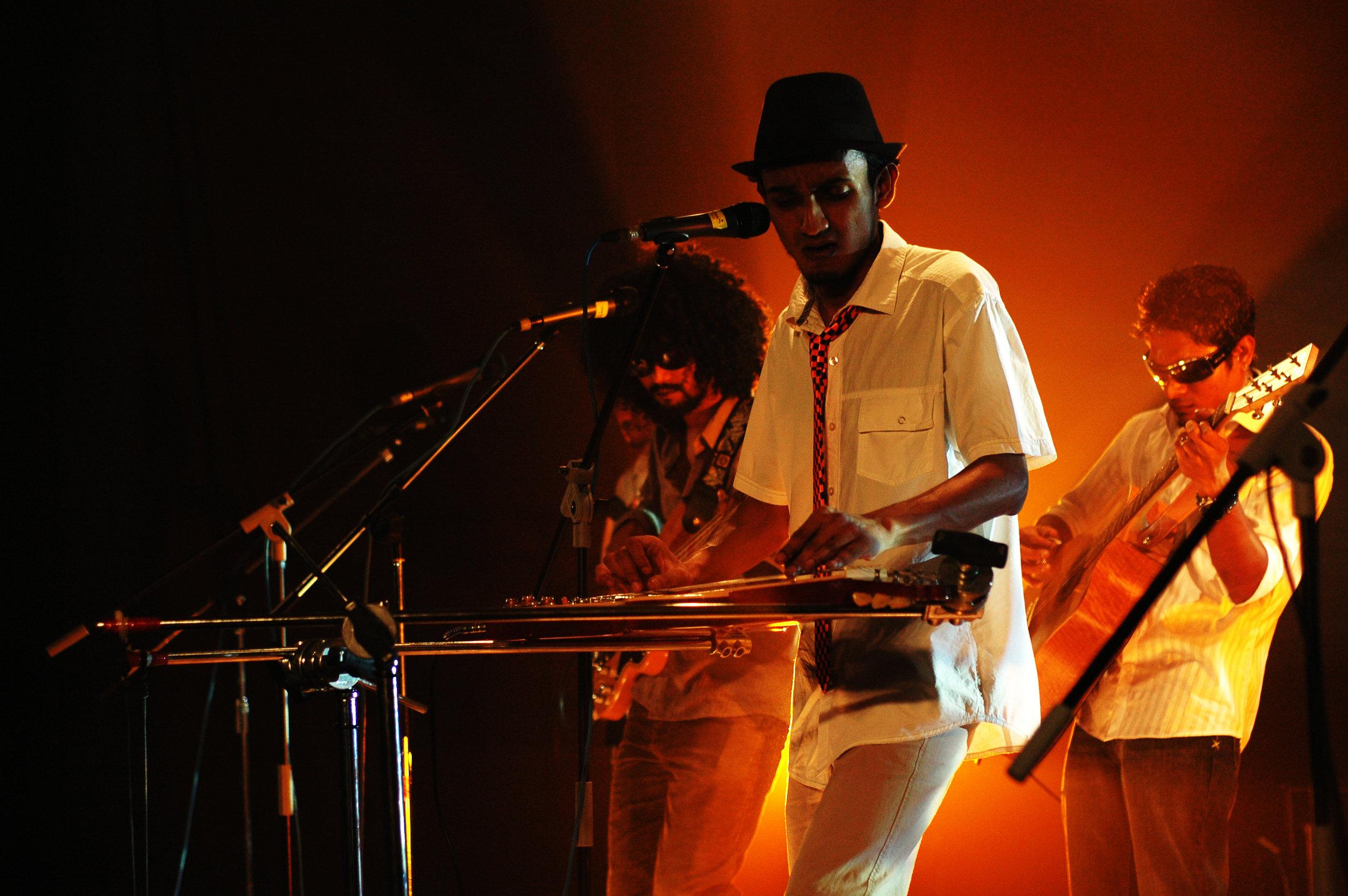 2009-08-19 - Male' City - Dharubaaruge' - Eku Ekee Album Launch - D70s-8028.jpg