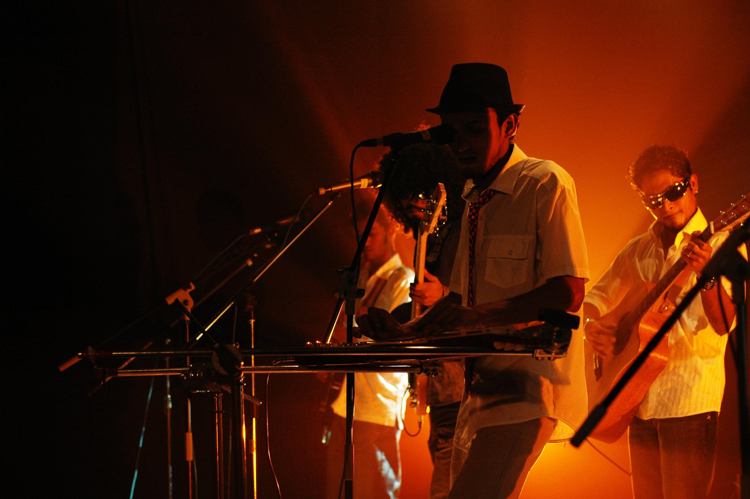 2009-08-19 - Male' City - Dharubaaruge' - Eku Ekee Album Launch - D70s-8030.jpg