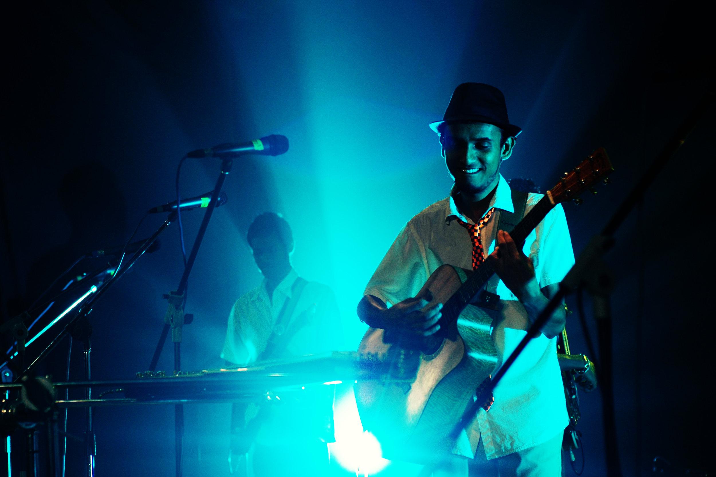 2009-08-19 - Male' City - Dharubaaruge' - Eku Ekee Album Launch - D70s-.jpg