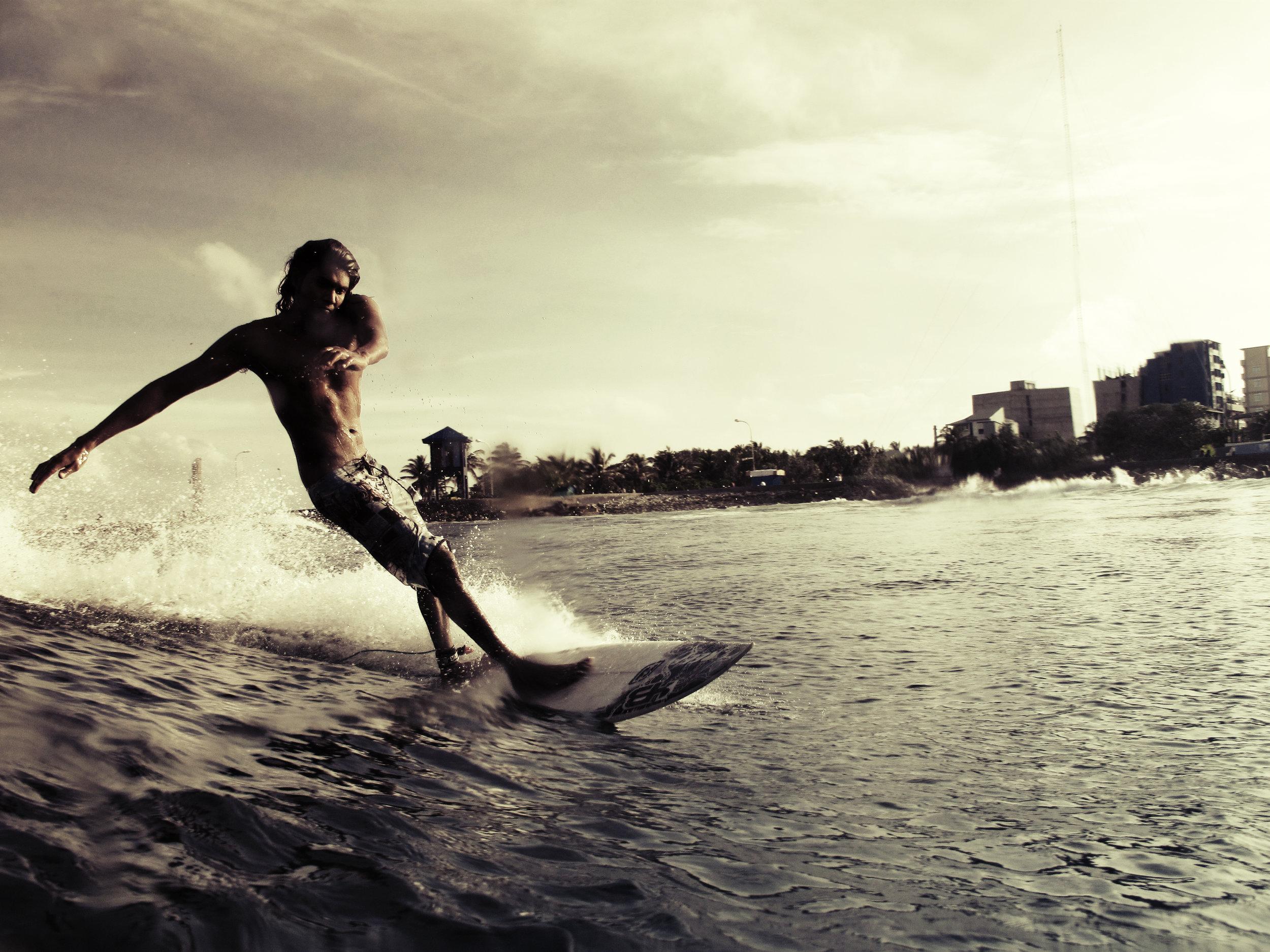 2009-05-26 - Male' City - Raalhugandu - Canon Powershot G10 - - Untitled (fuku surf).jpg