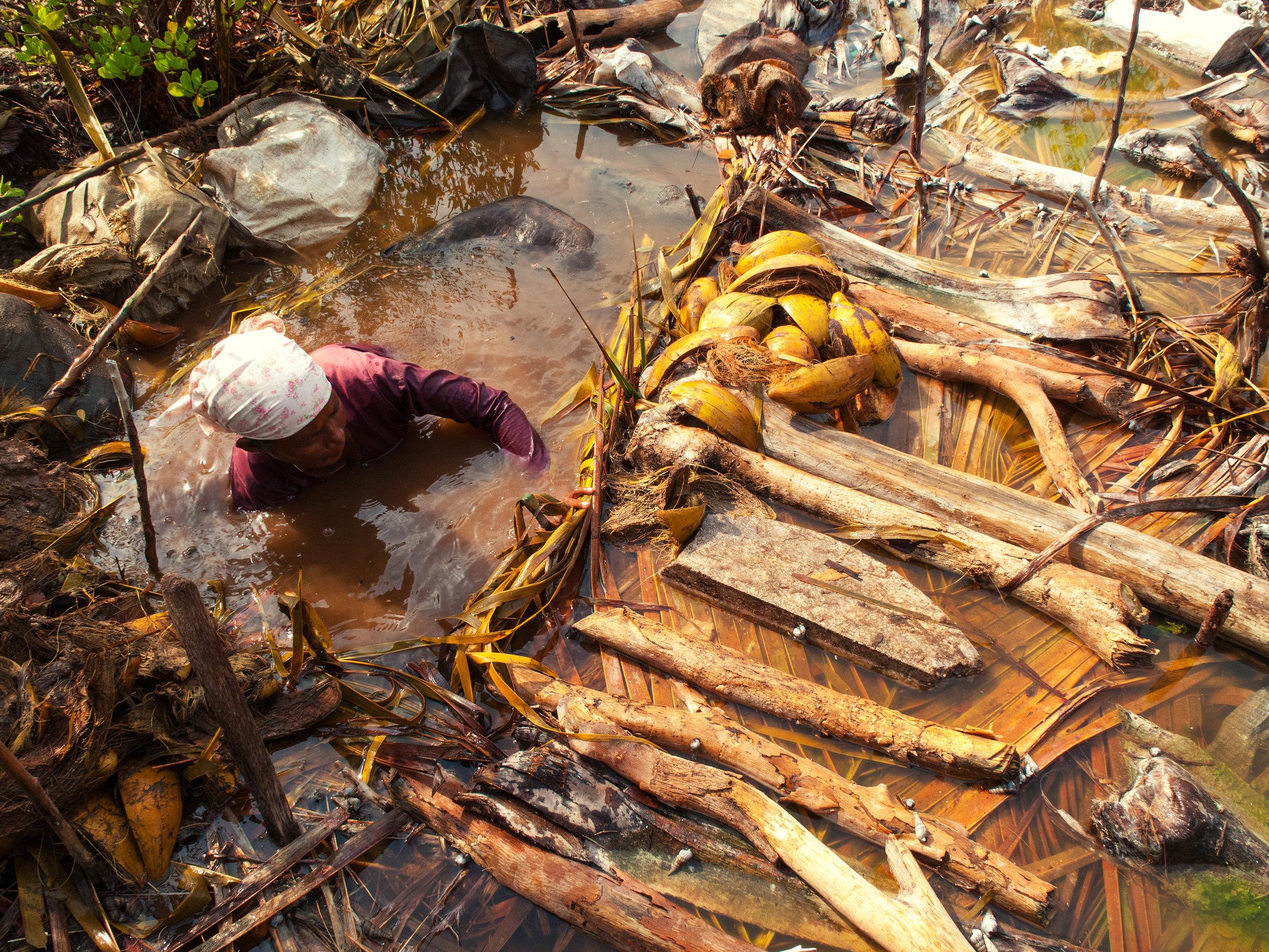 2009-05-16 - Coir Rope maker - G10 - Kulhudhufushi sia trip (30).jpg