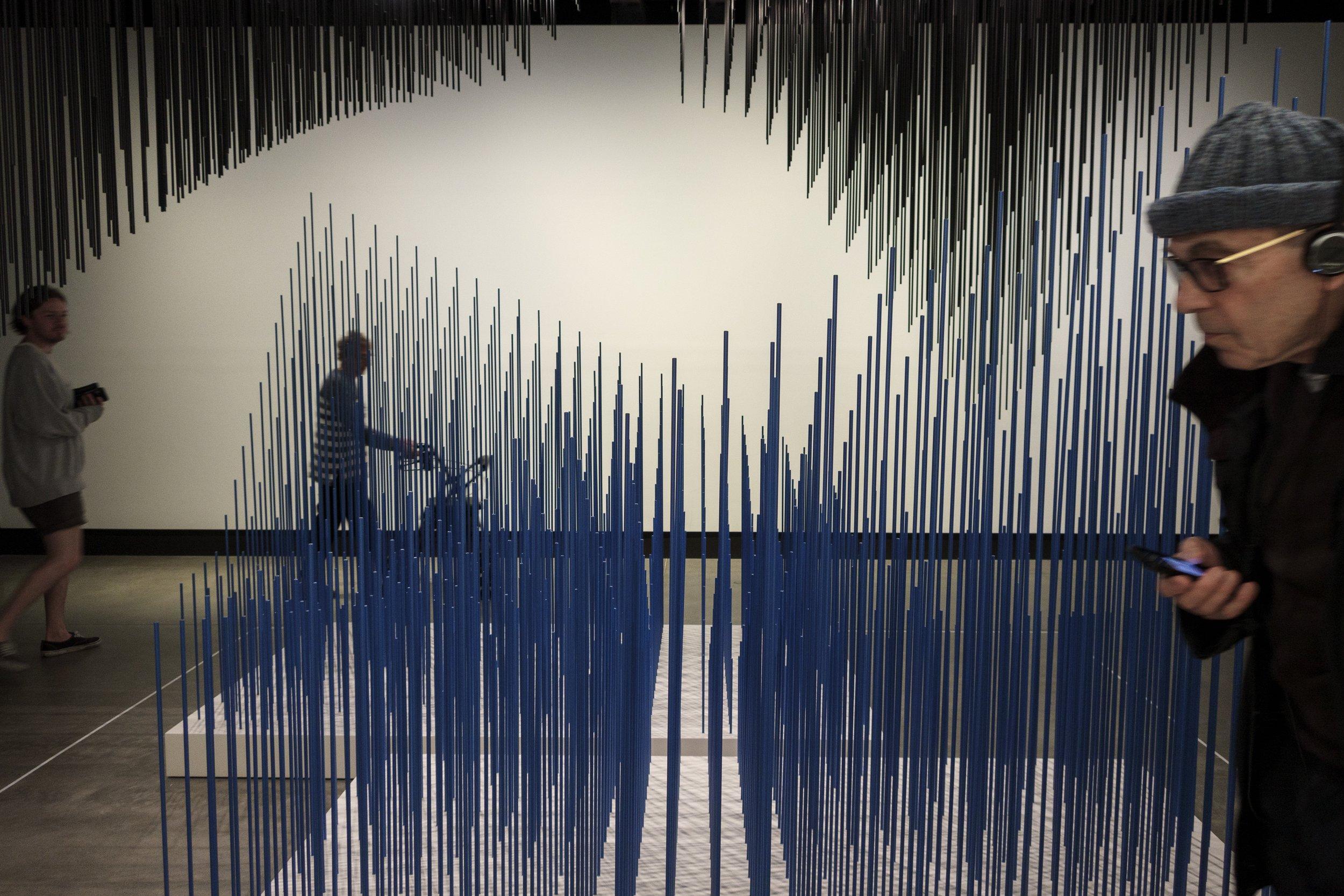 Doble progresión azul y negra (Double Progression Blue and Black) (1975) Jesús Rafael Soto