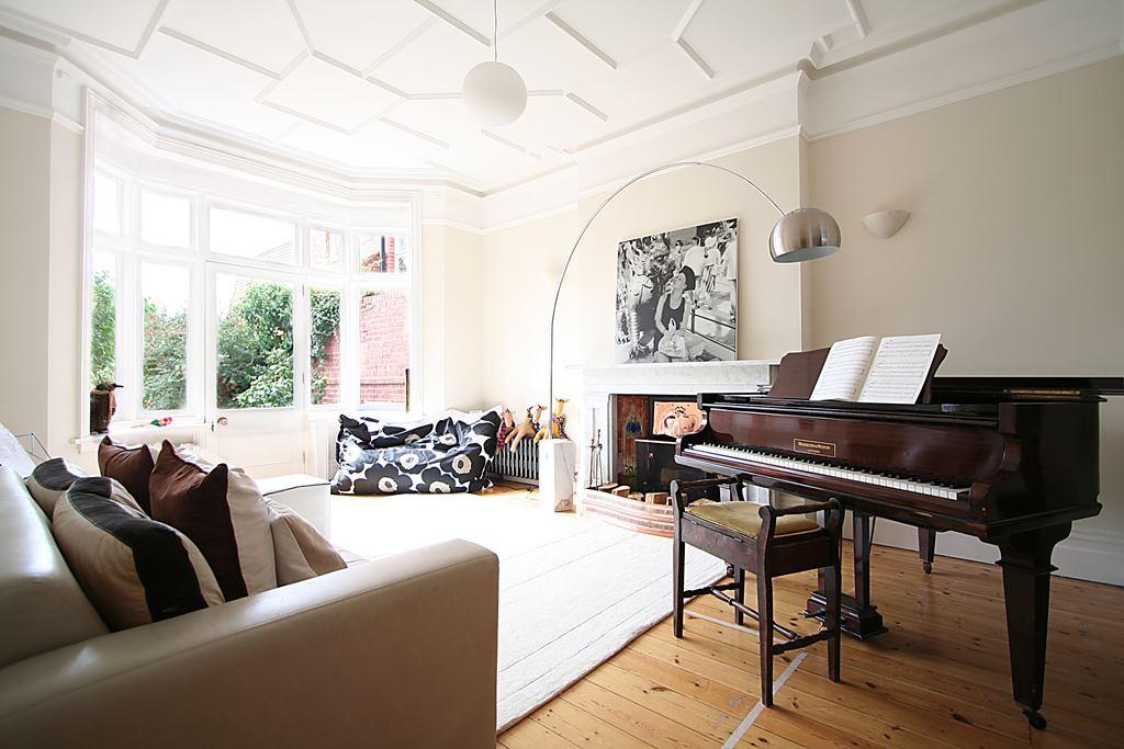 6VR-Music-room.jpg