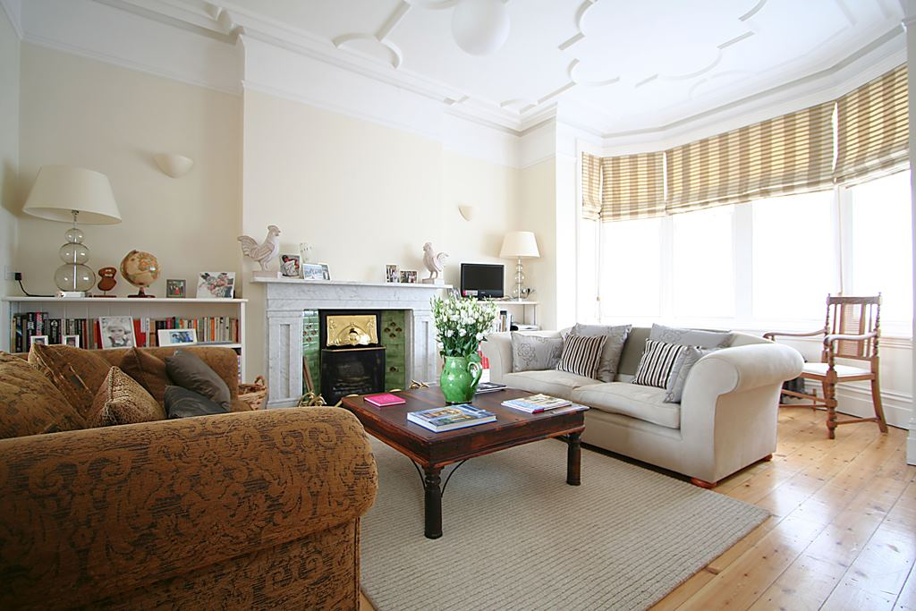 6VR-Sitting-Room.jpg