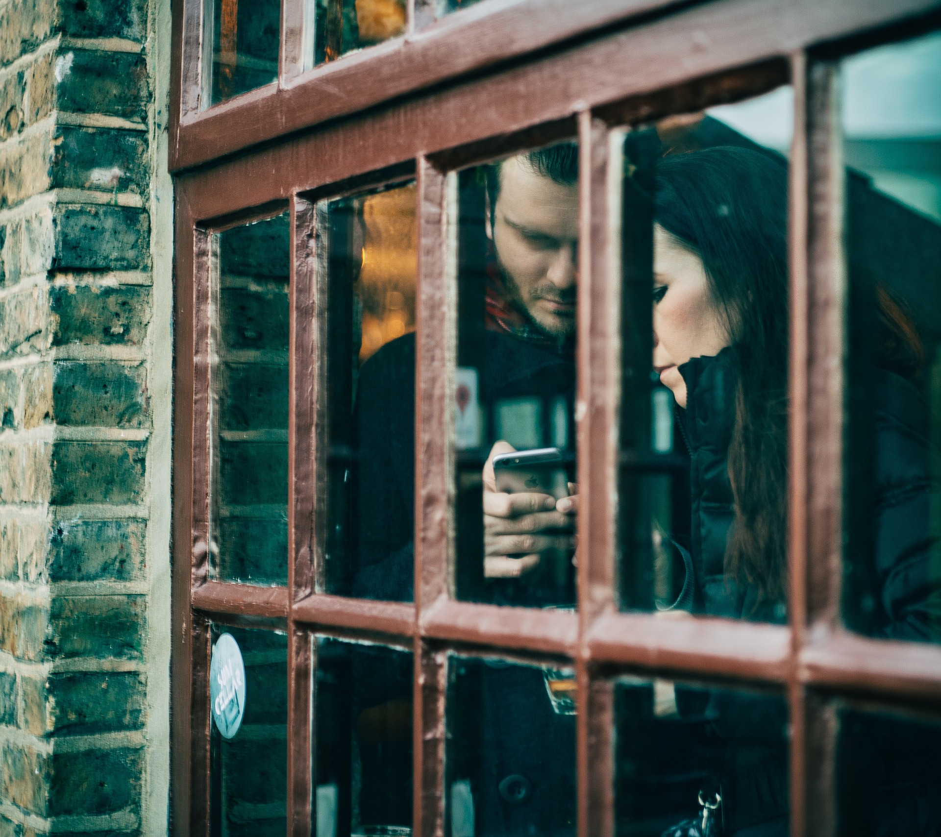 window-2591391_1920.jpg