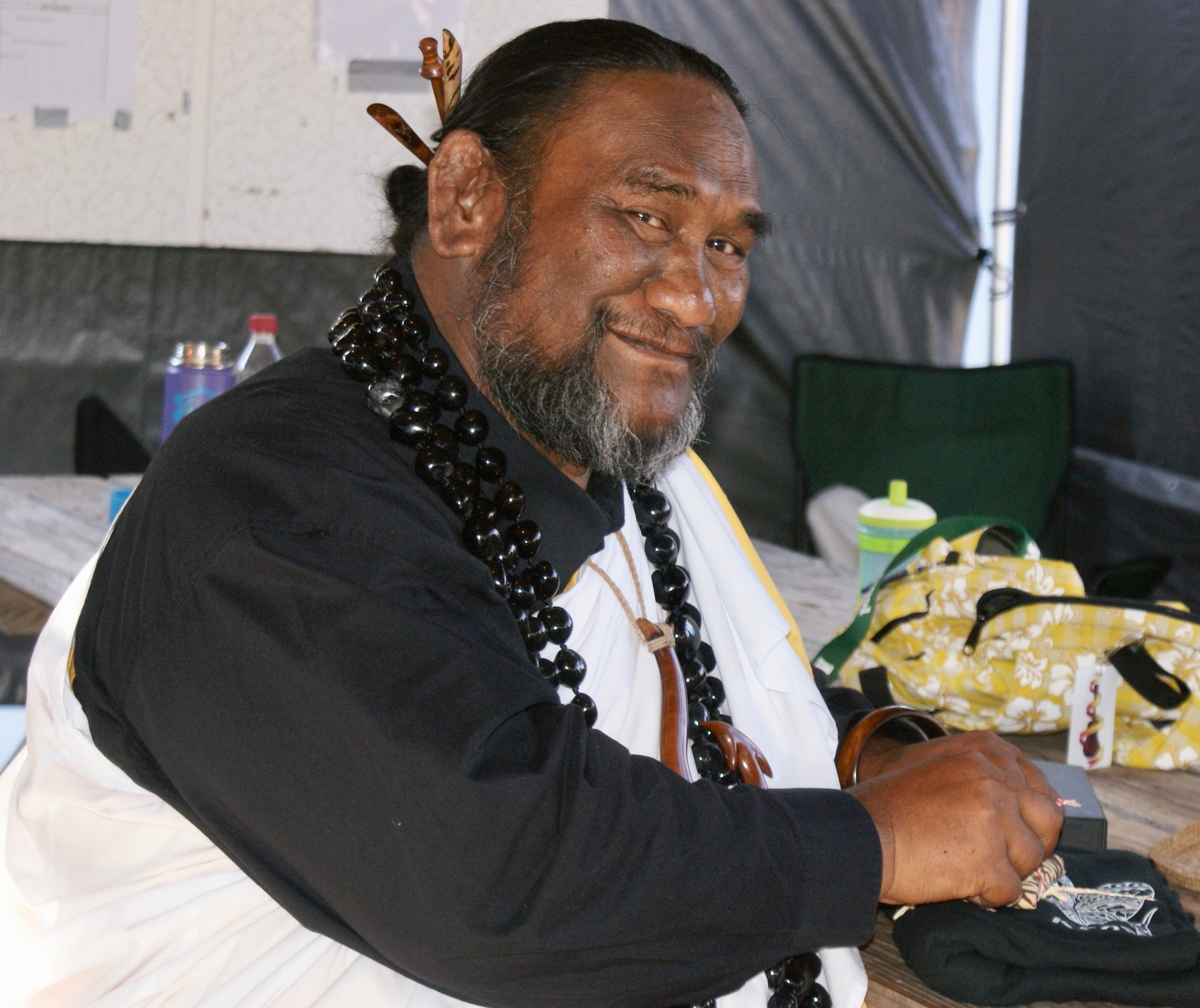 Kumu Paʻa Lawrence Aki at the closing ceremony Molokai Hula Bliss & Huakaʻi 2018