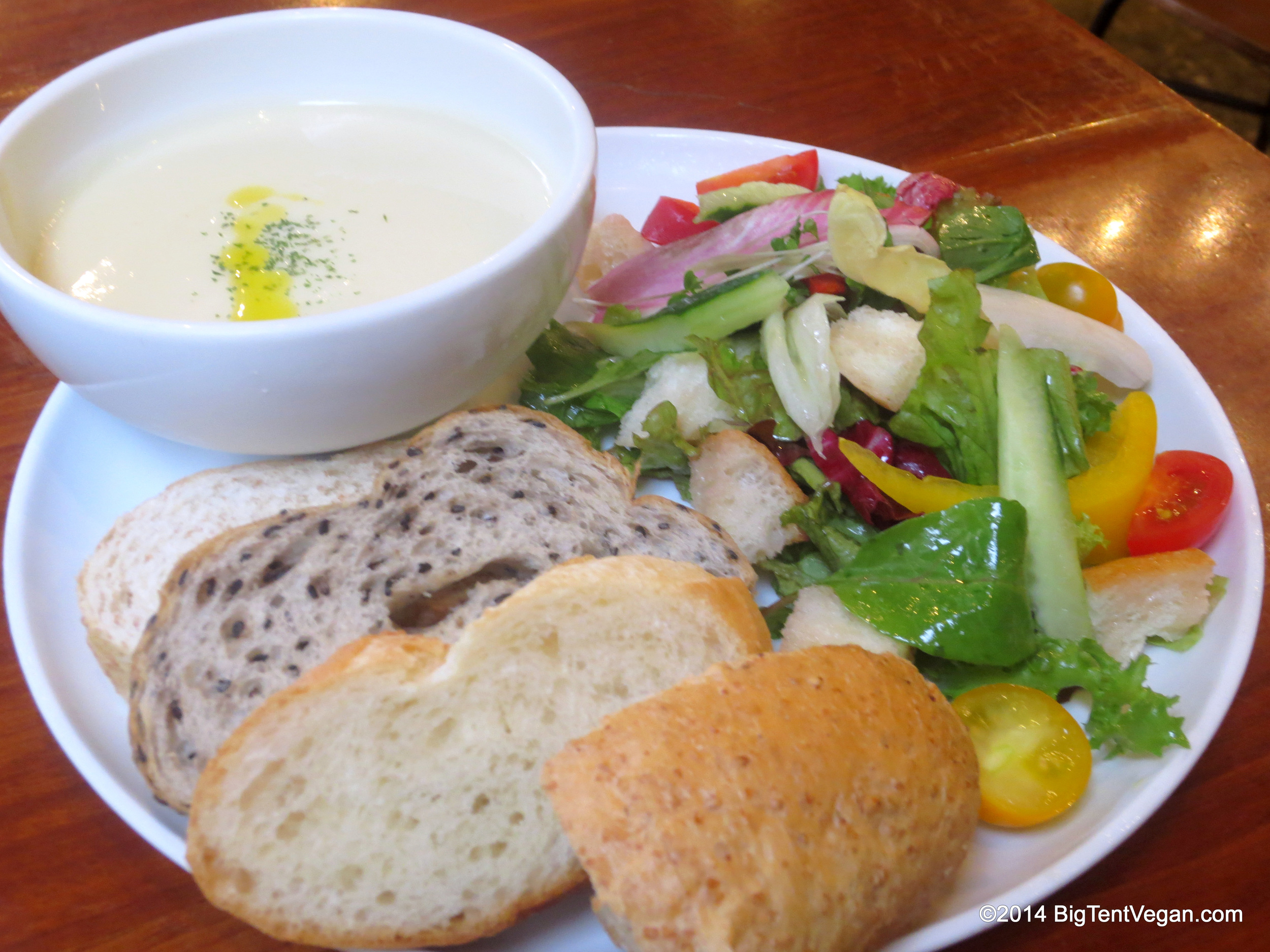 Chilled Potato Leek Soup with Panzanella Salad and Assorted Artisan Bread at Eat More Greens in Tokyo, Japan (100% vegetarian restaurant, very vegan-friendly)