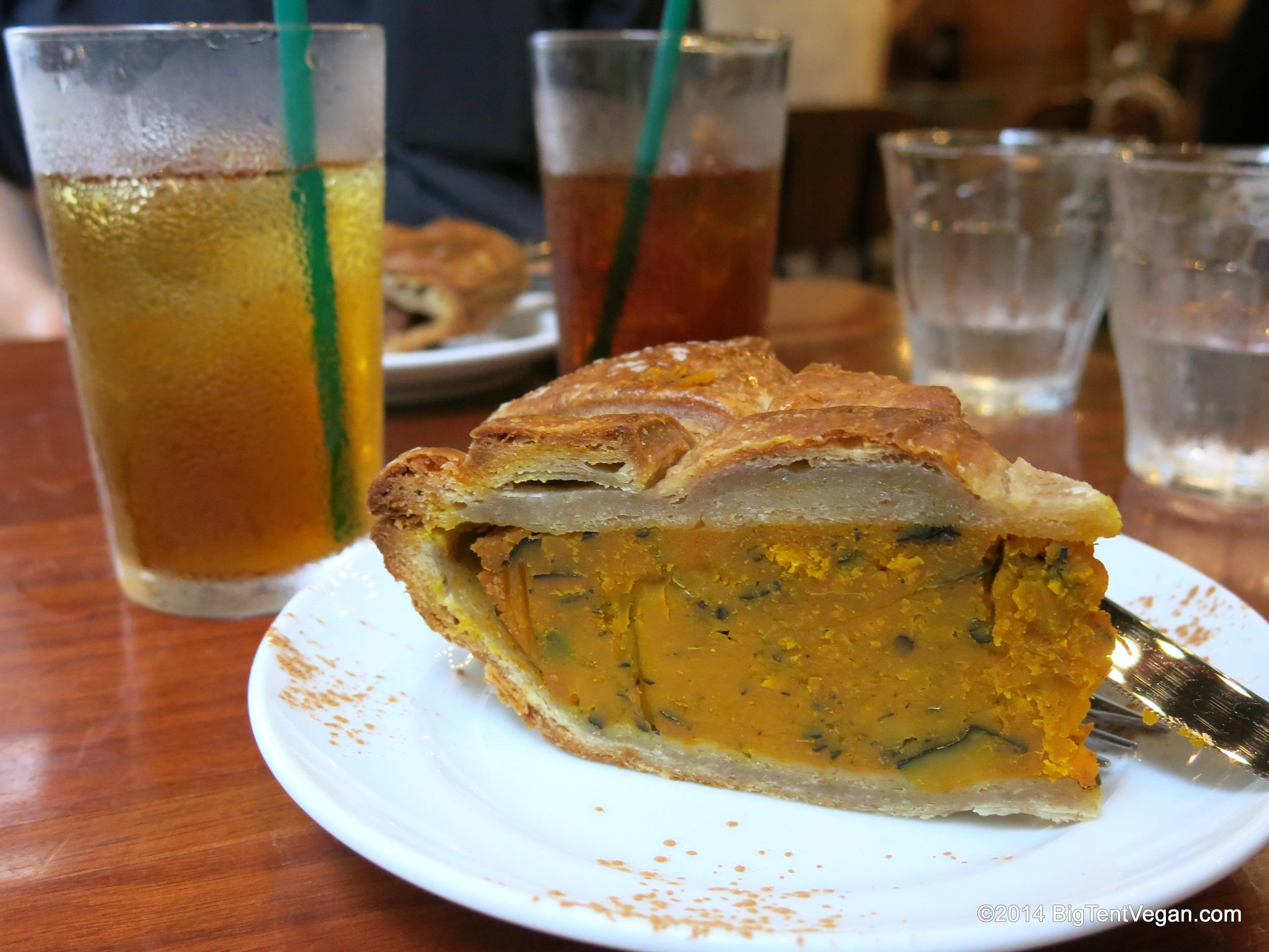 Vegan Pumpkin Pie from Eat More Greens (100% vegetarian and very vegan-friendly restaurant in Tokyo, Japan)