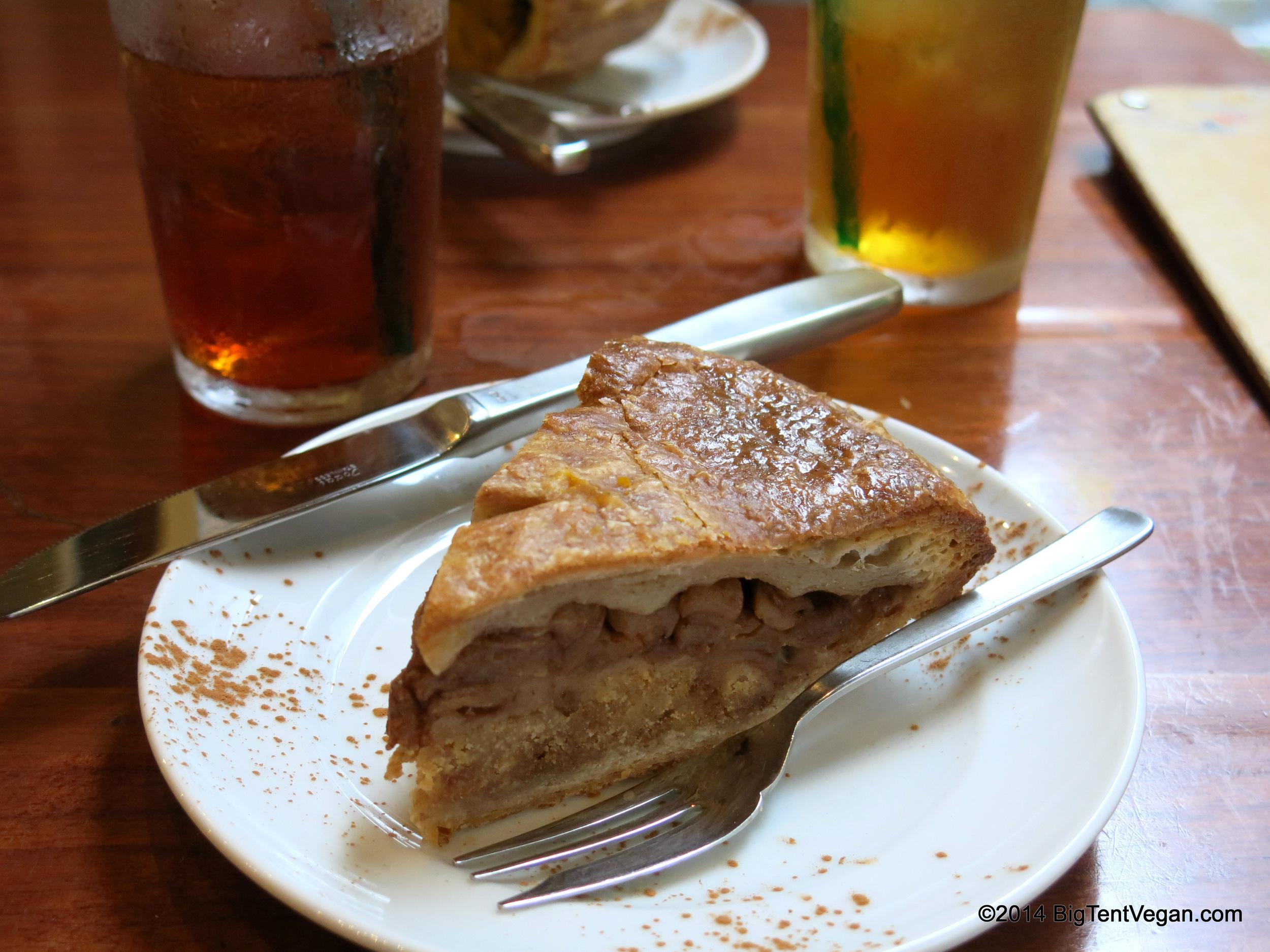 Vegan Apple Pie from Eat More Greens (100% vegetarian and very vegan-friendly restaurant in Tokyo, Japan)