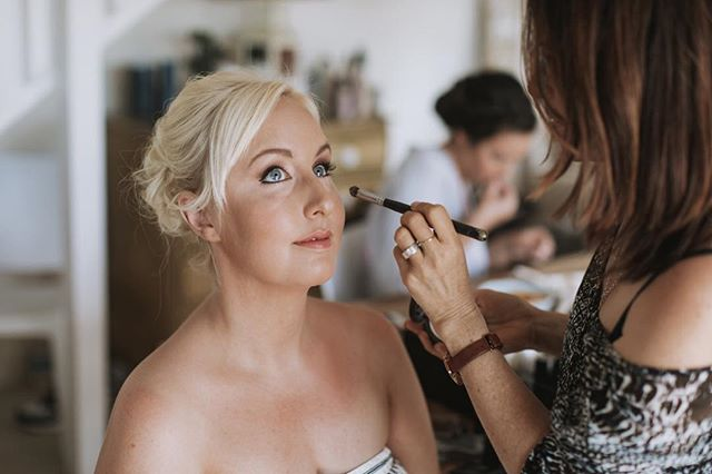 Summer loving and the brushes are out! Beautiful Liz - HairStyling @hairbyhannahnz photography @estradaweddings and makeup Me