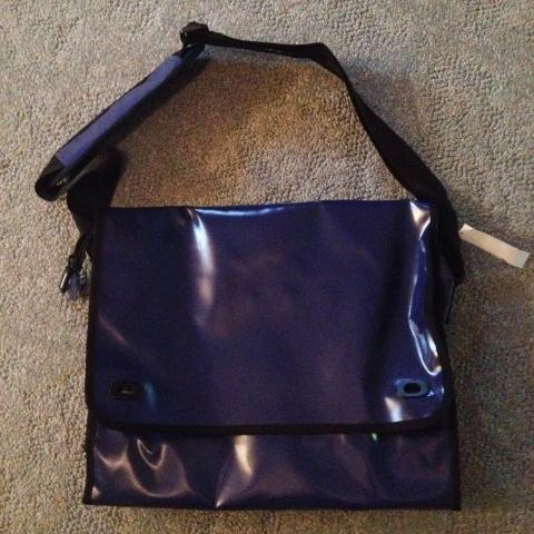 messenger bag for Lina