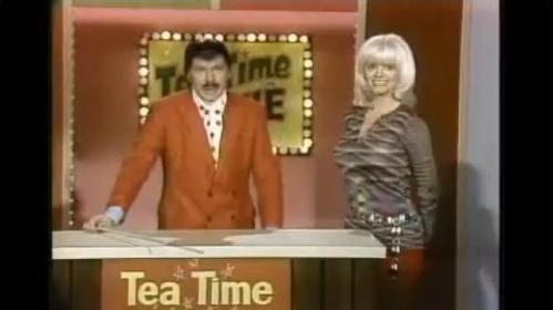 Johnny Carson and Carol Wayne (screen shot)