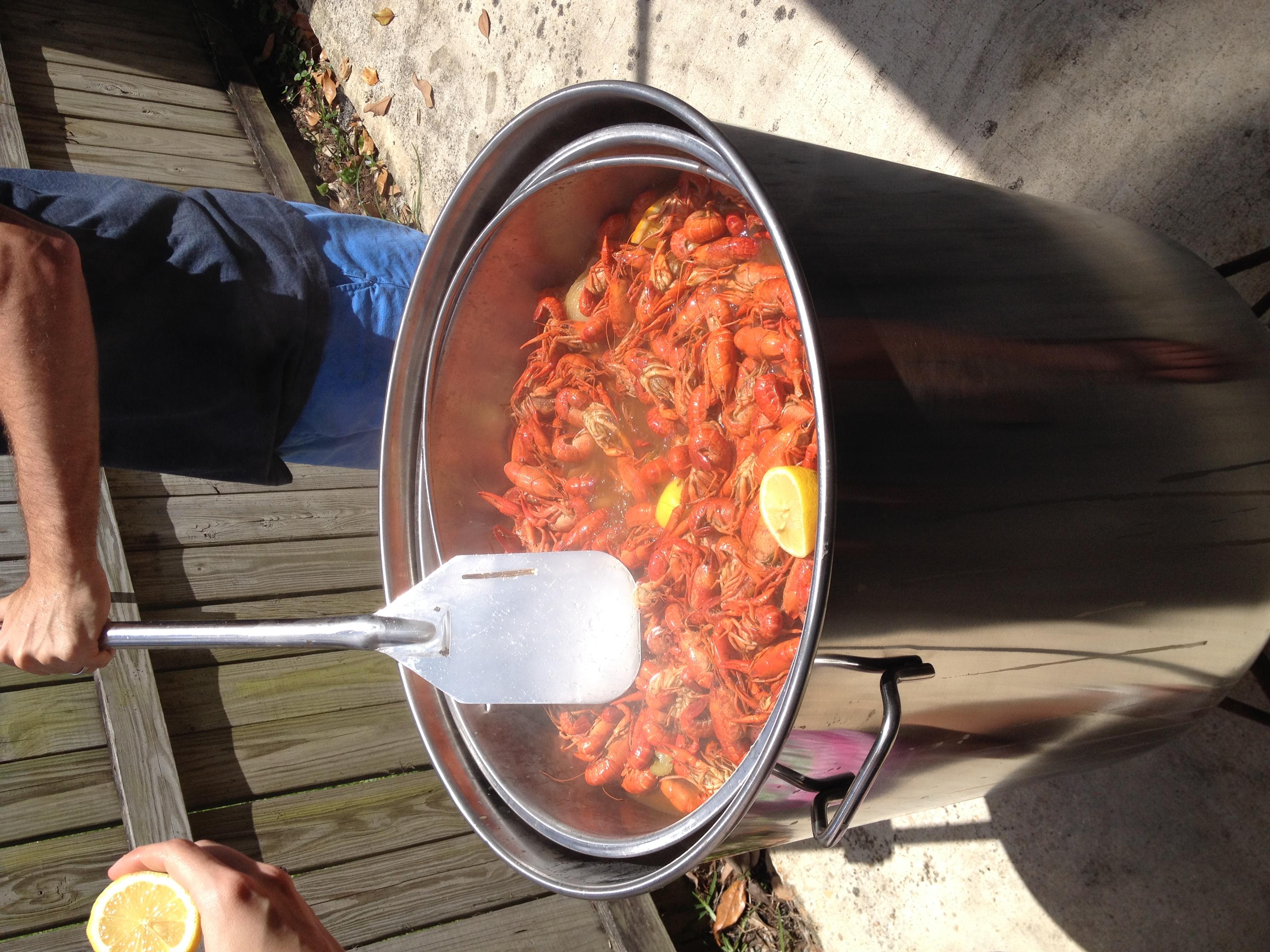 051714 crawfish boil (12).JPG