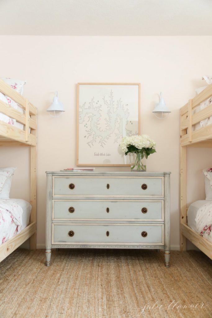 G  irls' bedroom by Julie Blanner .