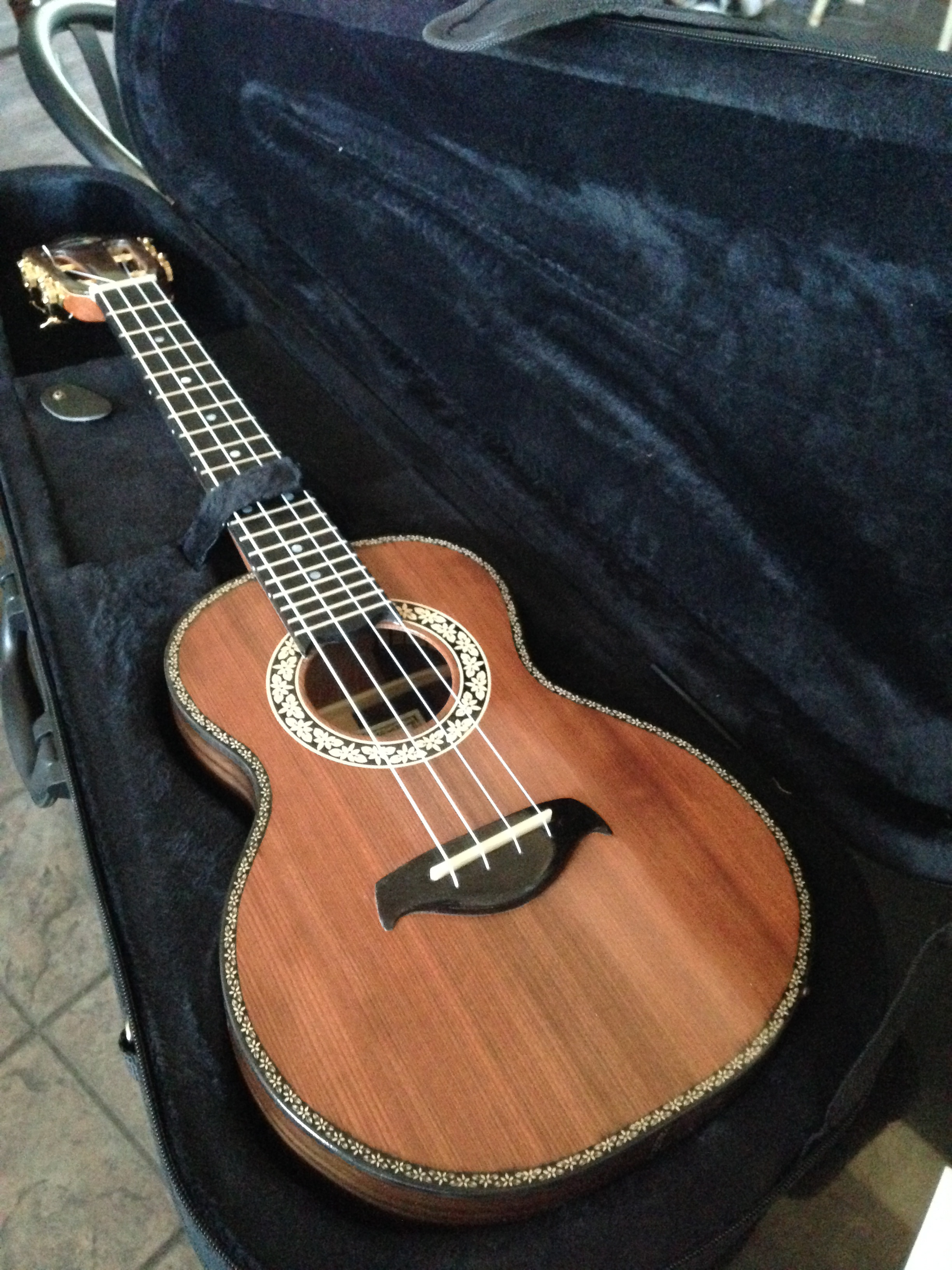Tenor 'ukulele Sinker redwood top